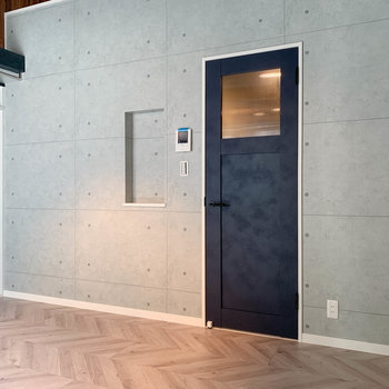 【洋室】ここの扉から、キッチンや玄関に続いています。