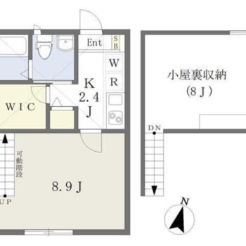 広い屋根裏収納もある、天井の高いお部屋です。