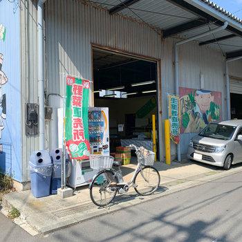 お部屋からほど近くには野菜の直売所。
