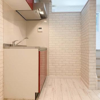キッチンはお部屋から少し下がった位置にあります。