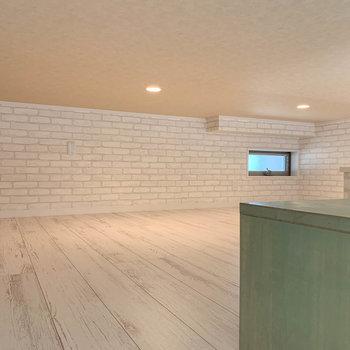 【ロフト】約6.1帖と広い、屋根裏収納的な空間。