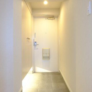 間接照明がお洒落すぎる玄関です。