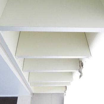シューズボックスはシンプルですね。※写真は7階の同間取り別部屋のものです