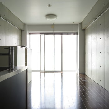 窓も広々取れています。※写真は7階の同間取り別部屋のものです