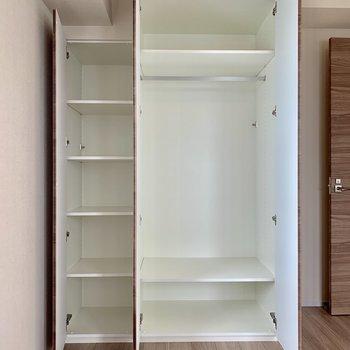 【Bedroom 6.5帖】収納ボックスも置けそうです。※写真は16階の同間取り別部屋のものです