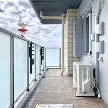バルコニーはL字型!奥に続きます。※写真は16階の同間取り別部屋のものです