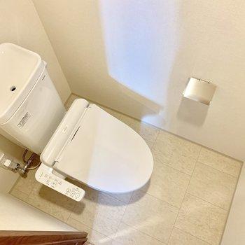 トイレは清潔感があってきれいです。※写真は16階の同間取り別部屋のものです