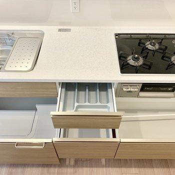 【LDK】お箸やスプーンもしっかり整理でます。※写真は16階の同間取り別部屋のものです