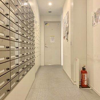 宅配ボックスはメールボックスの並びに
