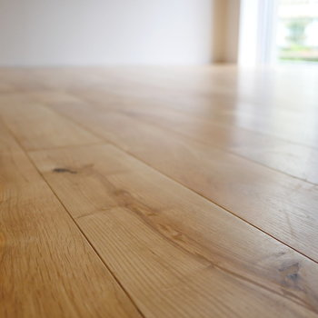 【ディテール】気持ちのいい無垢床。