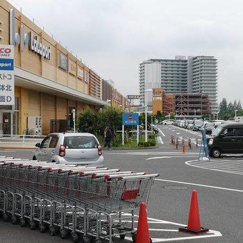 駅前にはコストコと、ららぽーと、IKEA。