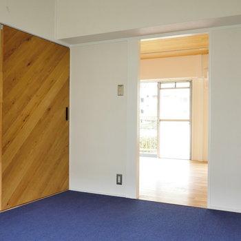 オーク材のスライドドアがいいね。
