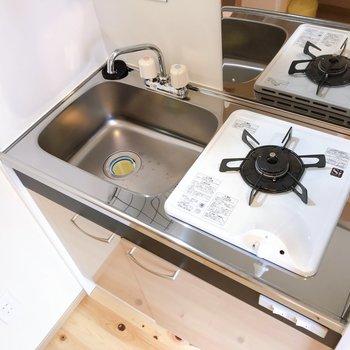 キッチンは上部収納も付いてますよ。※写真は前回募集時のものです