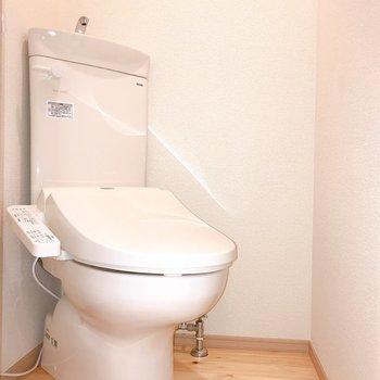 斜めに配置されたトイレ。※写真は前回募集時のものです