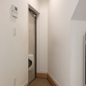 玄関はトライアングル。※写真は前回募集時のものです