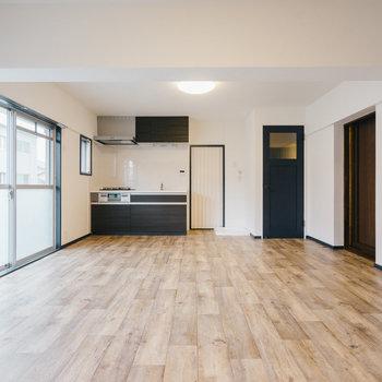 【家具なし】オープンシェルフで空間を区切るのも良さそうです。お問い合わせお待ちしております。※写真は1階反転間取り別部屋のものです