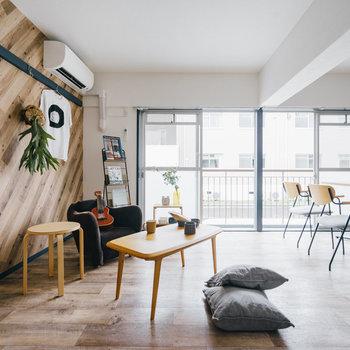 2人暮らしの方は2シーター以上のソファのご用意を。動線もしっかり確保できますよ。※写真は1階反転間取り別部屋のものです
