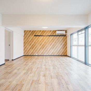 【家具なし】開放感のあるお部屋で、インテリアの配置を考えるのも楽しくなりますね。※写真は1階反転間取り別部屋のものです