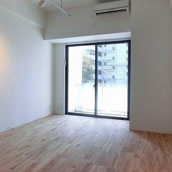 気持ちのいい空間! ※写真は同間取り別部屋のものです。
