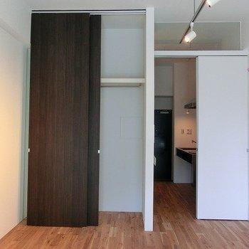 収納は天井まで ※写真は同間取り別部屋のものです。