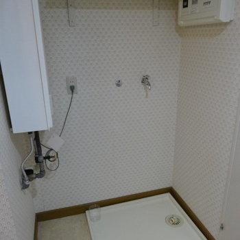 しっかり洗濯機置場も!上には洗剤とかのストック置いとく?