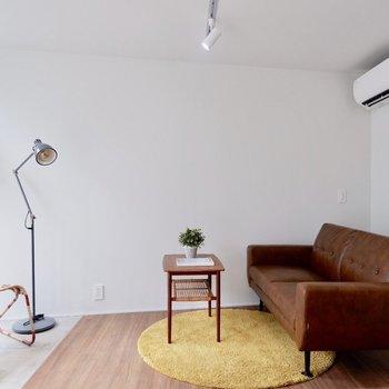 ソファの代わりにベッドを置くことになりそうですね。※家具・雑貨はサンプルです