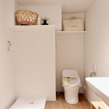 脱衣所、水回りゆったりしています。※家具・雑貨はサンプルです