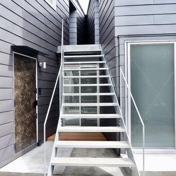階段を上がったところのお部屋です。