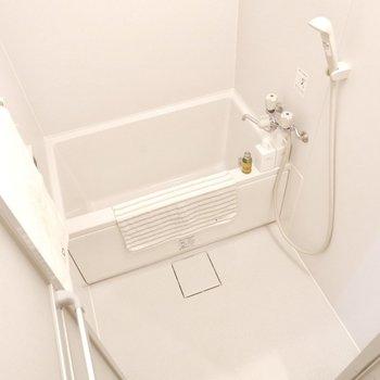 浴室は1人暮らしに十分なサイズ感です。※家具・雑貨はサンプルです