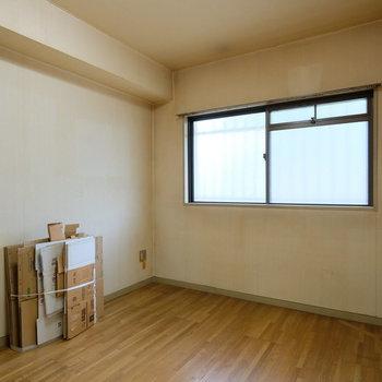 【工事前】玄関横の寝室になります