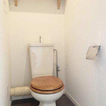 トイレも木なんですね〜、可愛い!! ※写真は清掃前のものです