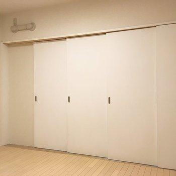 洋室は引き戸で間仕切りすることも可能です。