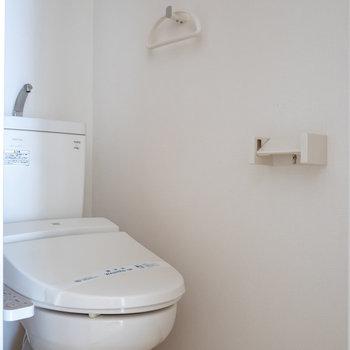 個室トイレ。 ウォシュレット付。