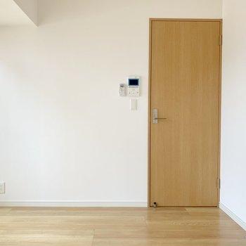 【下階】洋室にもモニターホン付いてます。
