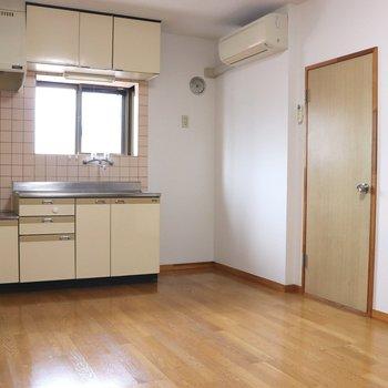 【DK】右のドアはサニタリールームの入口