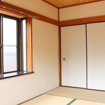 【和室】中窓の日差しが奥まで入ります