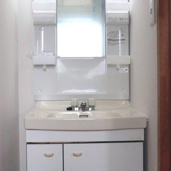 小物がいっぱい入る洗面台