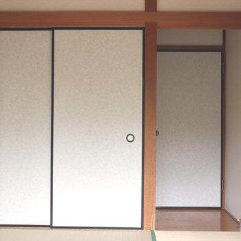 【和室】収納は白い襖の押入れ