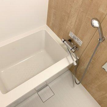 ちょっとゆったりサイズの浴槽!