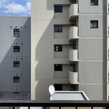 眺望はお向かいのマンションですが少し距離あるのが嬉しい!