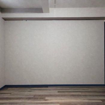 【下階】大きなベッドが置けそう