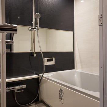 【下階】お風呂は大人っぽいブラック