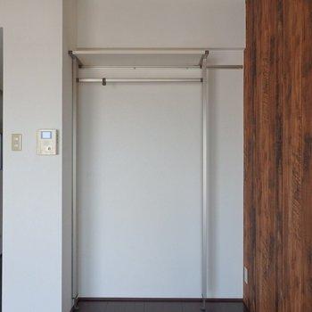 収納はオープンタイプ。(※写真は6階の同間取り別部屋のものです)