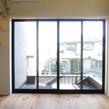 2階。窓が大きいですね!※写真は同間取り別部屋のものです