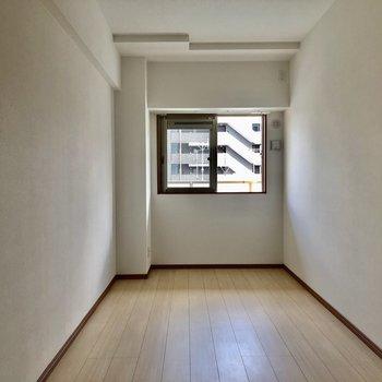 ダブルベッドも置けそうな広さ!(※写真は7階の同間取り別部屋のものです)