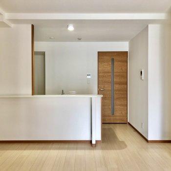 大きなカウンターキッチンが特徴のお部屋!(※写真は7階の同間取り別部屋のものです)