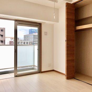 4.4帖の洋室は収納力も◎(※写真は7階の同間取り別部屋のものです)
