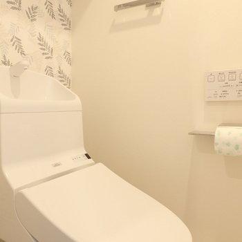 トイレはウォシュレット付きですよ ※写真は10階の同間取り別部屋のものです