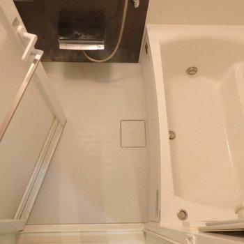 ゆったりお風呂に入れそう ※写真は10階の同間取り別部屋のものです