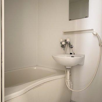 お風呂はシンプルに※写真は通電前のものです
